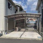 カーポートに2台駐車可能